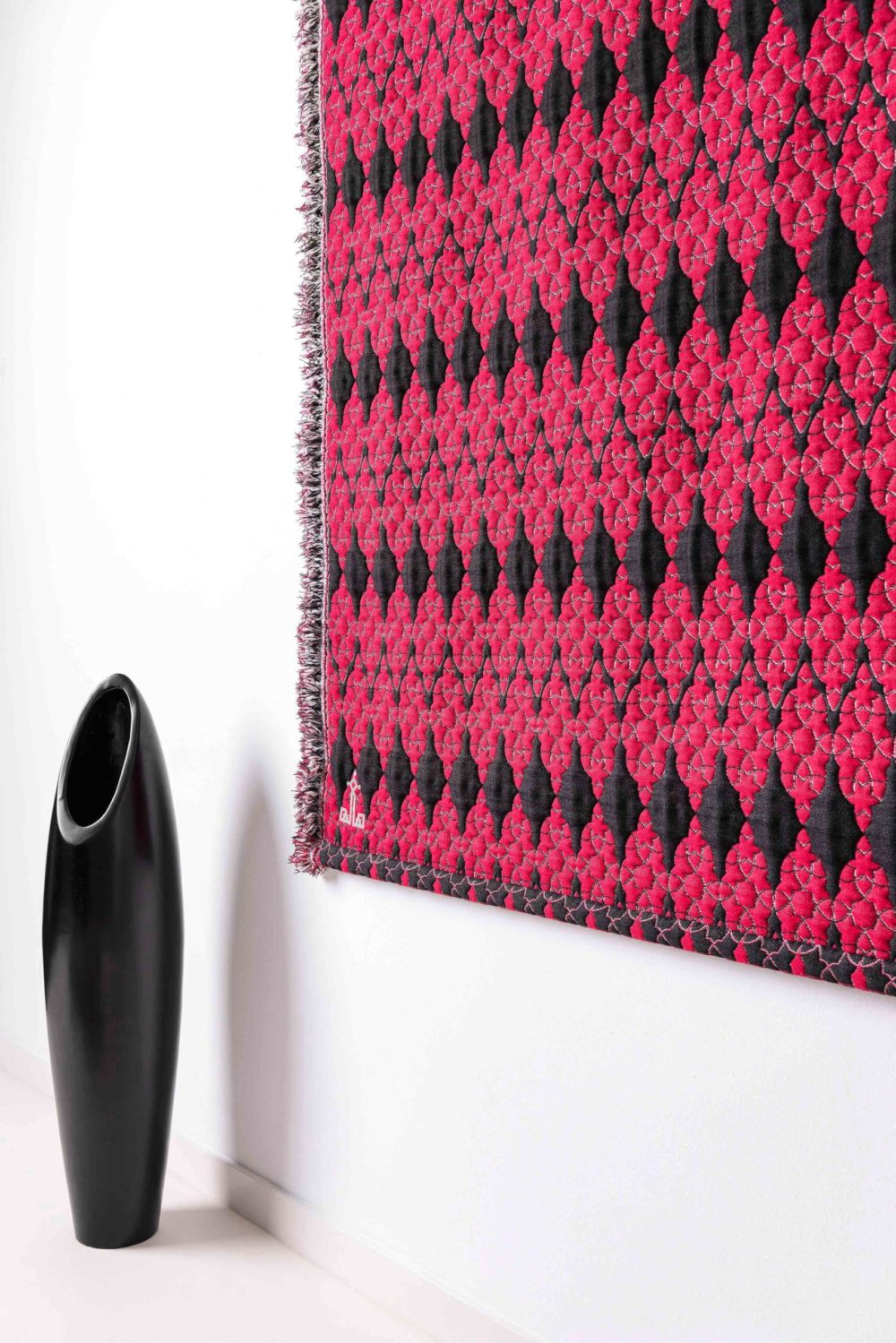 Halle Design home textile Wall hanging decor perspective red black