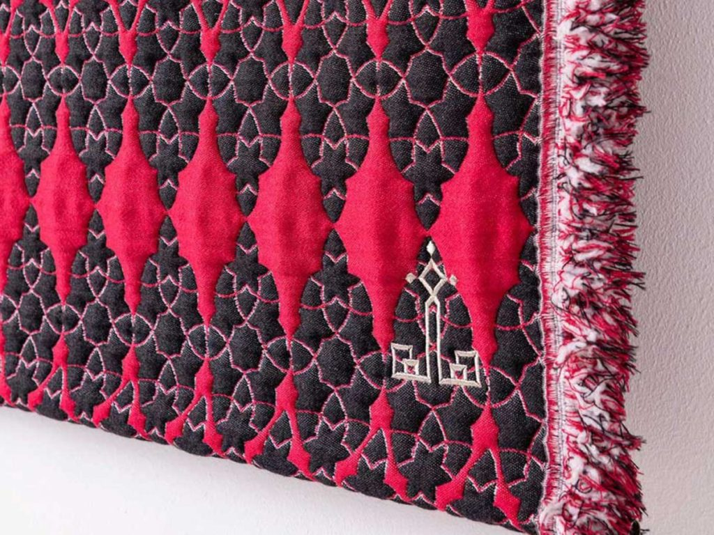 home-textile-designs-wallart-red-black